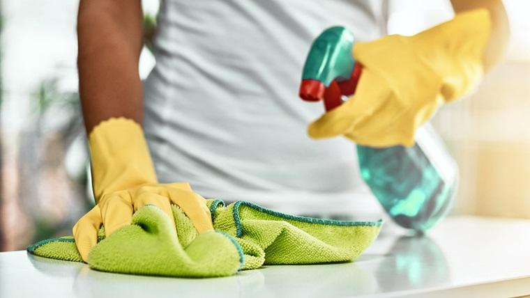 Comment nettoyer à fond une salle de bains